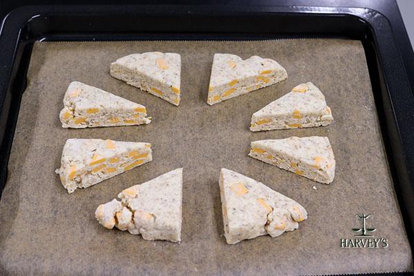 ハーブ香る チェダーチーズと黒コショウのスコーン
